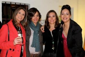 AeT Post1 Nadia y amigas1 300x200 De los pies a la cabeza: estilismo de Art en Tall en la zapatería El Zaguán