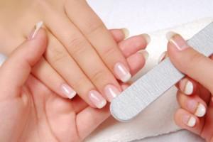manicura francesa pasos 300x200 Nuevo servicio de uñas, manicura y pedicura en Art en Tall
