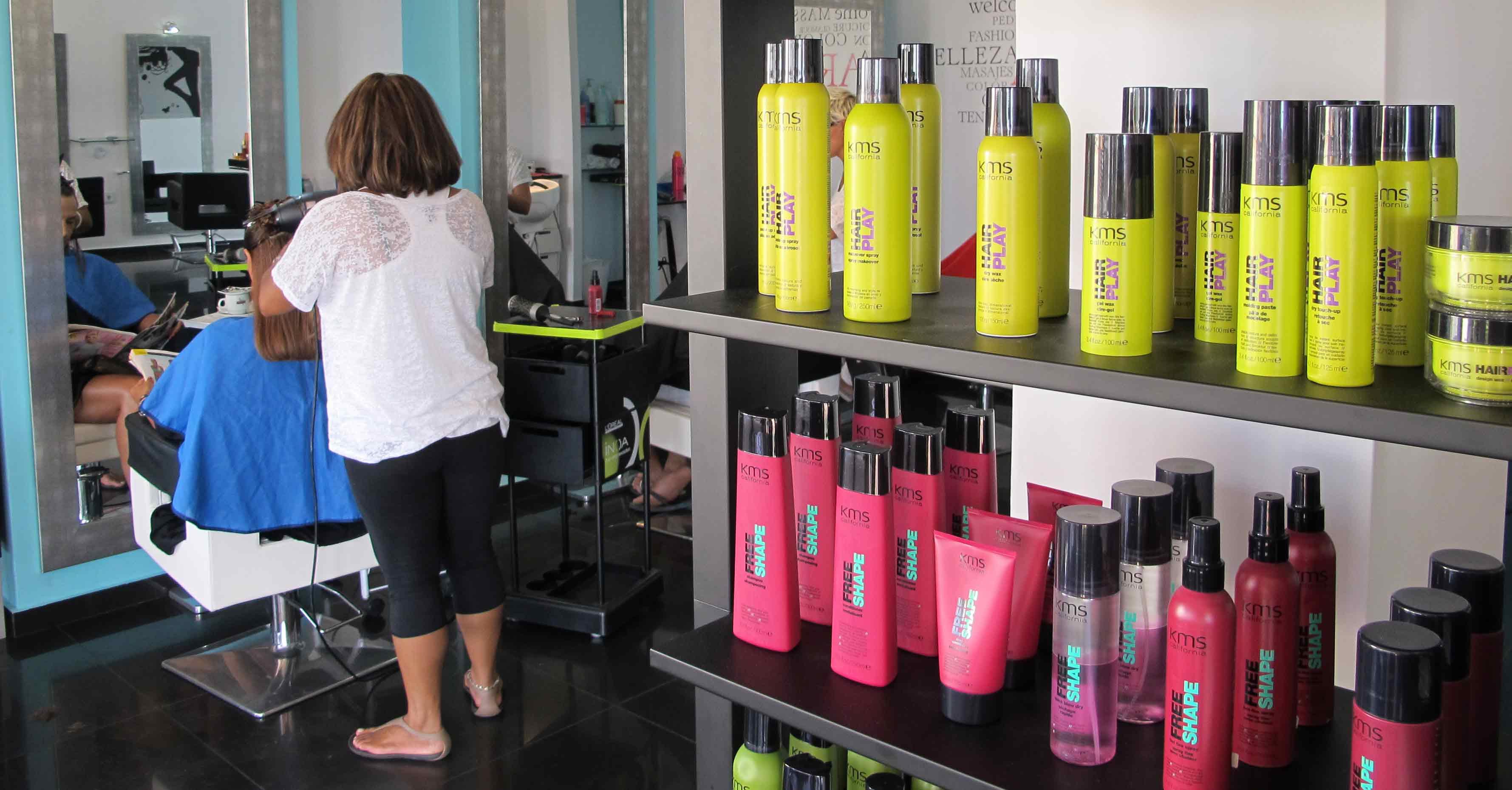Productos de KMS California en la peluquería y estética de Jávea Art en Tall